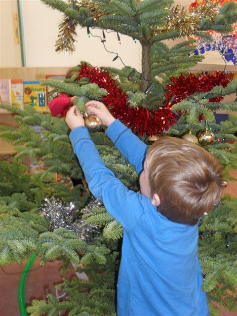 Ruaidhrí hangs his decoration