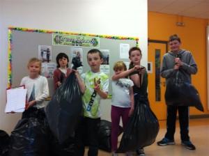 green schools rubbish weighing (Medium)